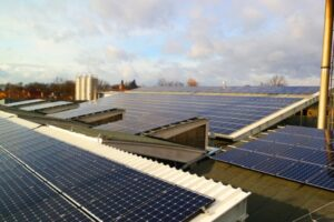 Instalacja fermy paneli słonecznych - Fotowoltaika Freevolt